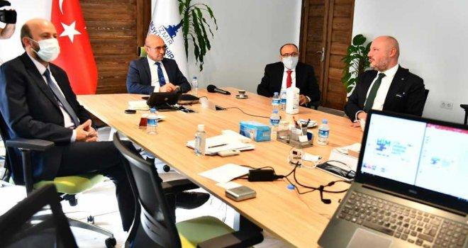 Başkan Tunç Soyer: 'Kış bastırmadan çadırlarda kalan yurttaşlarımızı sıcak yuvaya kavuşturmalıyız'