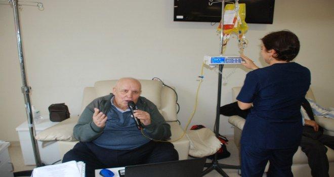 Kanser Hastalarına Minik Kuştan Terapi
