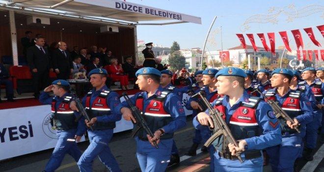 Düzcede Cumhuriyet Bayramı Coşku İle Kutlanıyor
