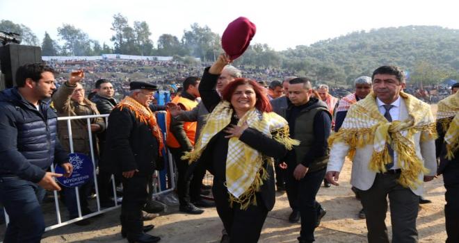 Başkan Çerçioğlu Koçarlı Deve Güreşlerine Katıldı