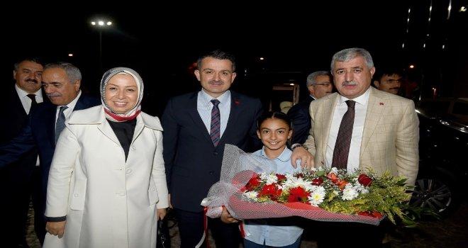 Bakan Pakdemirli, Büyükşehir Belediyesini Ziyaret Etti