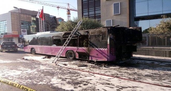 Üsküdarda Servisten Çıkan Belediye Otobüsü Alevlere Teslim Oldu