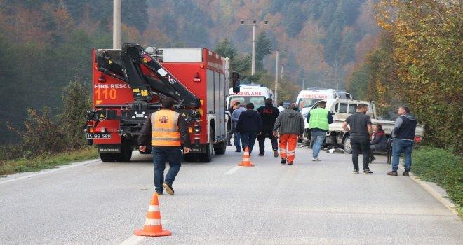 Otomobille Kamyonet Çarpıştı: 1 Ölü 6 Yaralı