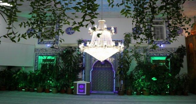 İmam Camiyi Botanik Bahçesine Dönüştürdü