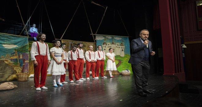 Başkan, Çocuklarla Beş Haylazı İzledi