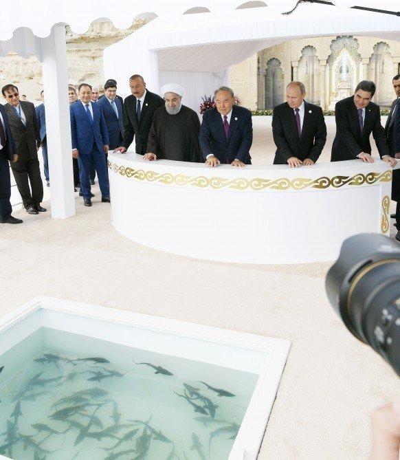 Hazar Zirvesine Katılan Devlet Başkanları Hazar Denizine Balık Bıraktı