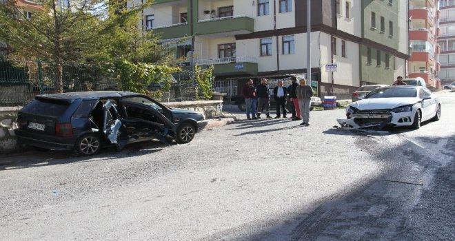 Konyada Otomobiller Çarpıştı: 5 Yaralı