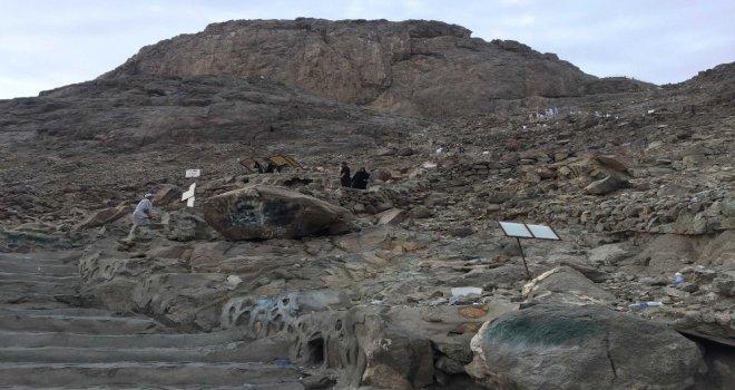 Hacı Adaylarının Hira Dağına Zorlu Tırmanışı