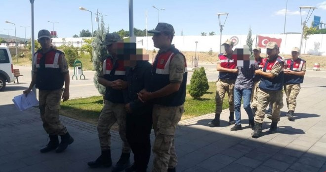 Yaşlı Adamın Evini Soyan Hırsızlar Tutuklandı