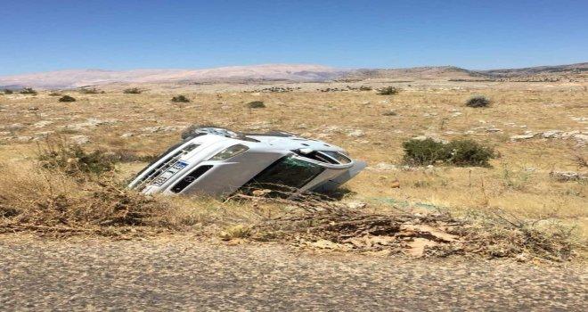 Otomobil Şarampole Yuvarlandı: 3 Yaralı