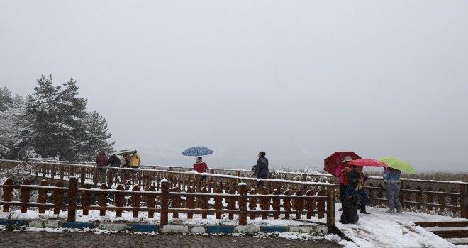 Abant Tabiat Parkı Kar Yağışıyla Beyazlara Büründü