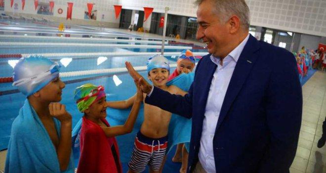 Büyükşehir'in yüzme projeleri Yüzme Federasyonu'na örnek oldu