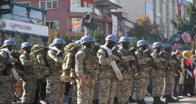 Cumhuriyet Bayramı Etkinliklerinde Vatandaşlara Gül Suyu Sıkıldı