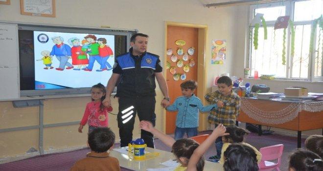Polis Ekiplerinden Çocuklara Güvenlik Eğitimi