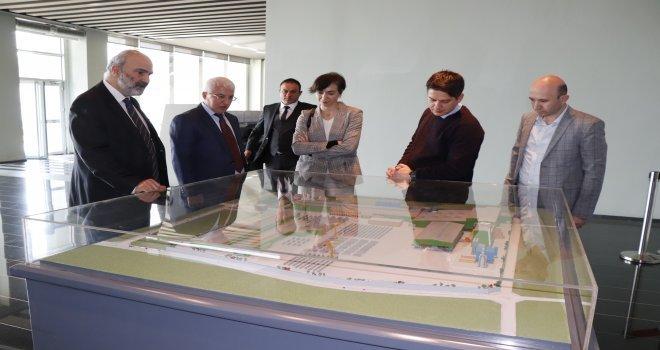 Elif Acar Ve Ekibi, Tosyalı Holdingi Ziyaret Etti
