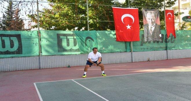 Soner Çetin Teniste Şampiyon