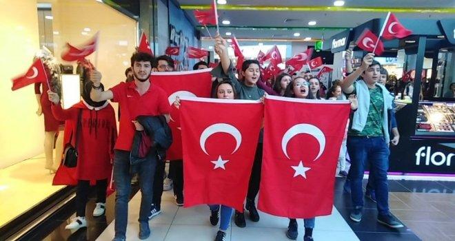 Sdü Öğrencilerinden Avmdeki Vatandaşlara 29 Ekim Sürprizi