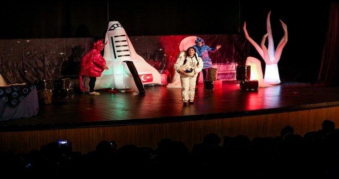 Tiyatroda, Uzay Yolculuğuna Çıktılar