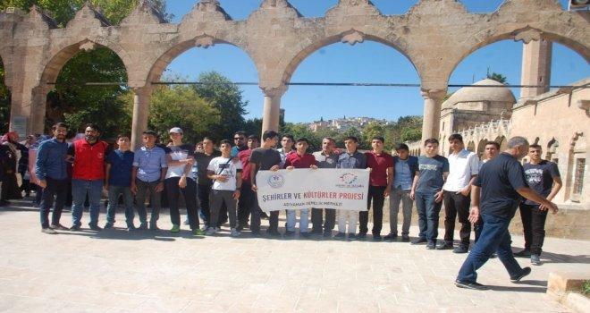 Sınavda Başarılı Olan Öğrenciler Şanlıurfayı Gezdi