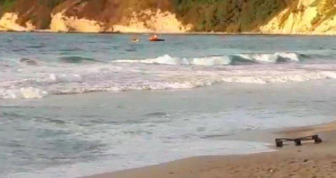 Arnavutköyde Denizde Akıntıya Kapılan 3 Çocuktan Biri Kayıp