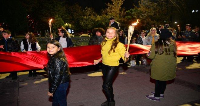 -Erbaada Öğrencilerden Cumhuriyet Yürüyüşü