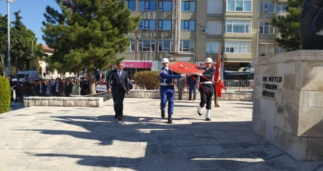 29 Ekim Cumhuriyet Bayramı Burdurda Çelenk Sunumuyla Başladı