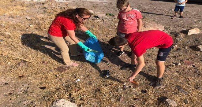 Kaymakam Duru, Dünya Çevre Ve Temizlik Gününde Çöp Topladı