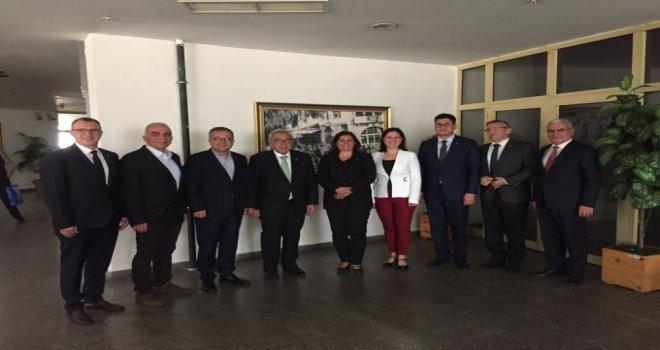 Ayso Yönetimi , Özlem Çerçioğlunu Ziyaret Etti