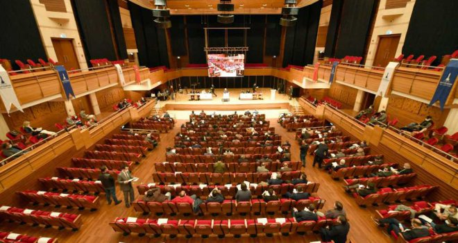 İzmir Büyükşehir Belediyesi Meclisi'nde Kültürpark ve COVID-19 sunumu