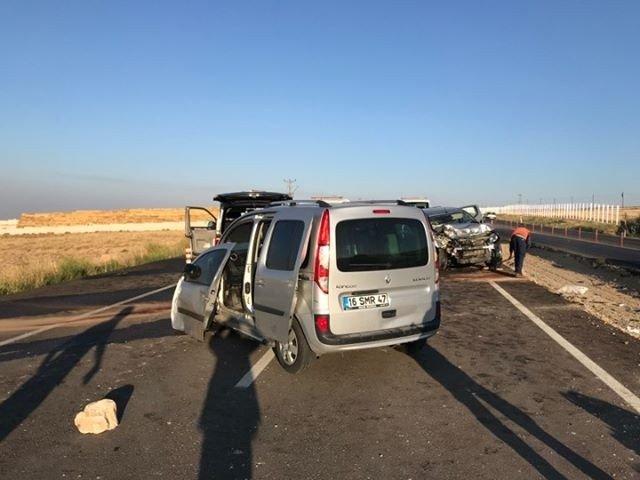 Düşen Plakayı Takmak İçin Duran Araca İki Otomobil Çarptı: 3 Ölü