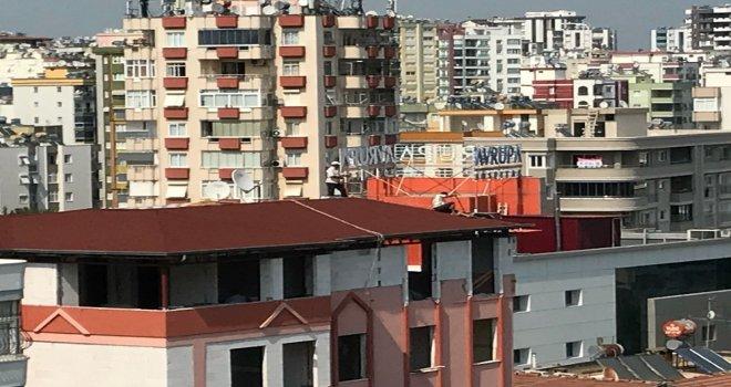 Çatıda Ölümüne Çalışan İşçiler Pes Dedirtti