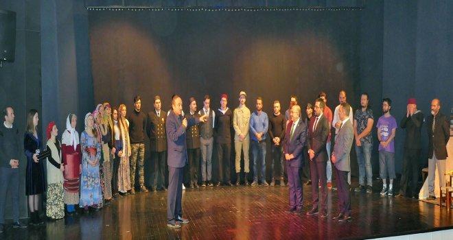 Trabzon Gemisi Ayakta Alkışlandı