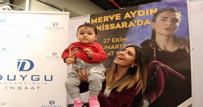 Survivor Merve Aydın, Nissara Avmde İmza Gününe Katıldı