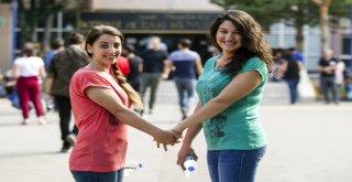Anne Sınava Kızı İle Birlikte Girdi